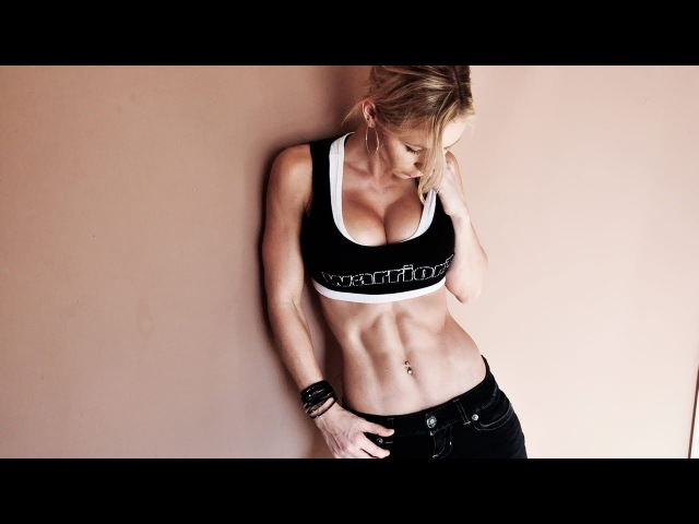 Zuzka and her abs.